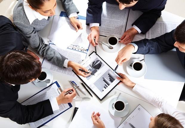 Carreira ; liderança ; reunião de negócios ; boas ideias ; escritório ; trabalho em equipe ; proatividade ;  (Foto: Shutterstock)