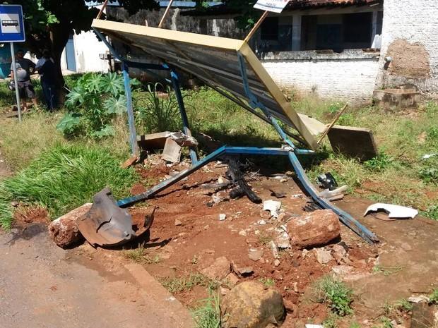 Acidente aconteceu na avenida Bernardo Sayão, em Araguaína (Foto: PRF/Divulgação)