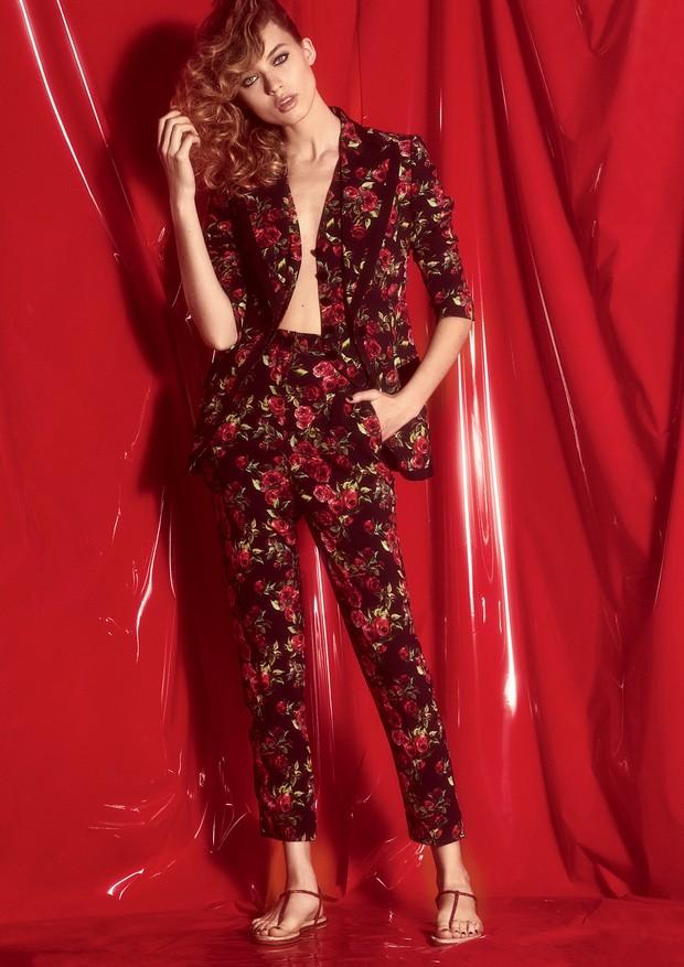 Calça e blazer Dolce & Gabbana e sandália René Caovilla (Foto: Laura Sciacovelli)