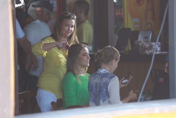 Angélica grava com Fernanda Gentil na Barra da Tijuca, RJ (Foto: Dilson Silva / Agnews)