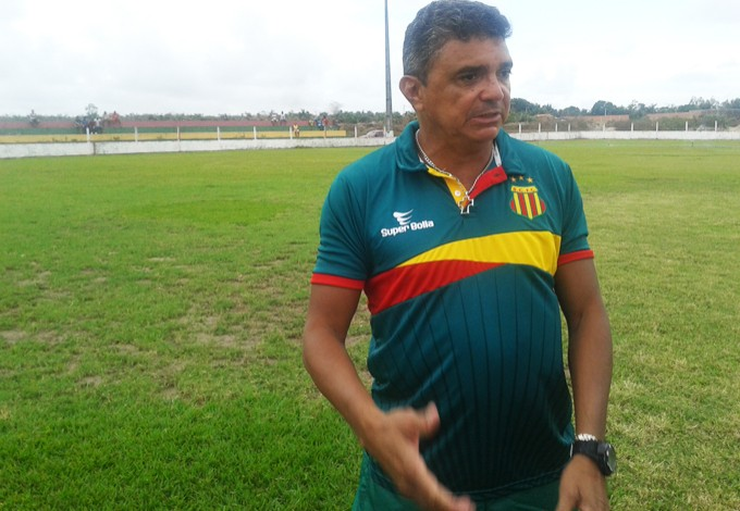 Técnico Flávio Araújo fala sobre formação do elenco de 2014 (Foto: Afonso Diniz/GloboEsporte.com)