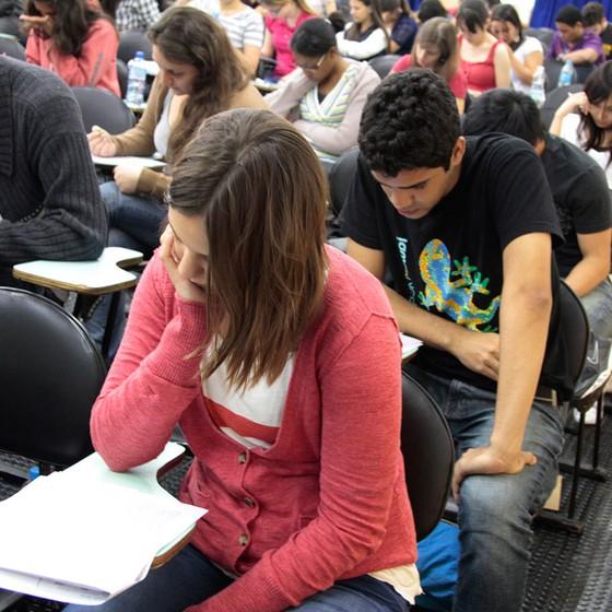 Alunos durante prova do ENEM em São Paulo (Foto:  Marcos Santos/USP Imagens)