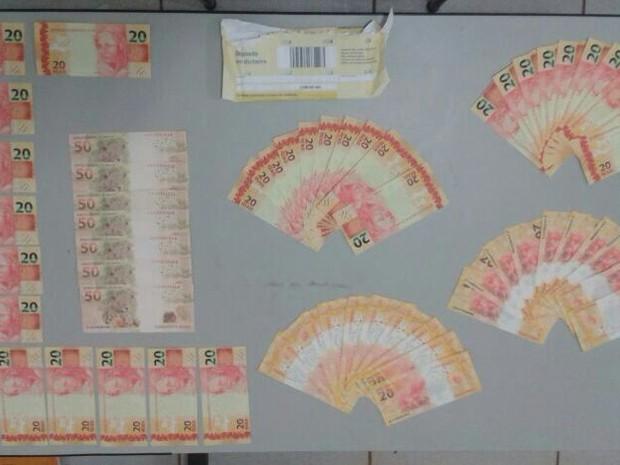 Cédulas falsas encontradas com suspeito em Corrente, no Piauí (Foto: Divulgação/Polícia Civil)