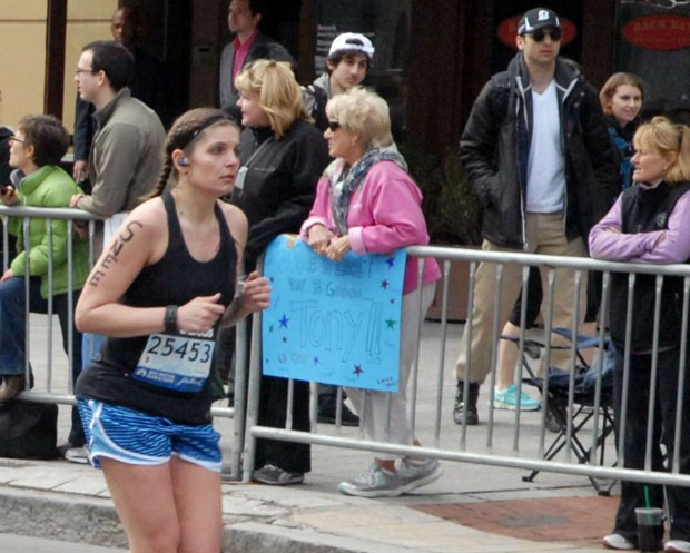 Atentados na Maratona de Boston deixaram três mortos (Foto: Bob Leonard/AP)