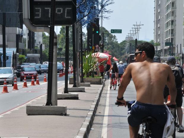 Na Avenida Paulista, os termômetros tiveram variação entre 36º C e 37º C (Foto: J.R Duran Machfee/Futura Press/Estadão Conteúdo )
