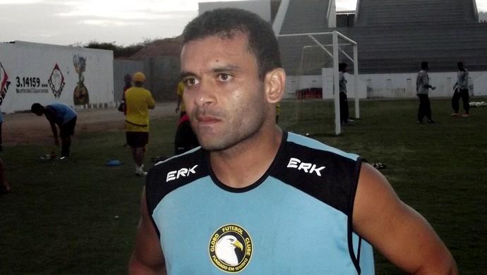 Renatinho Potiguar, lateral-esquerdo do Globo FC (Foto: Ferreira Neto)