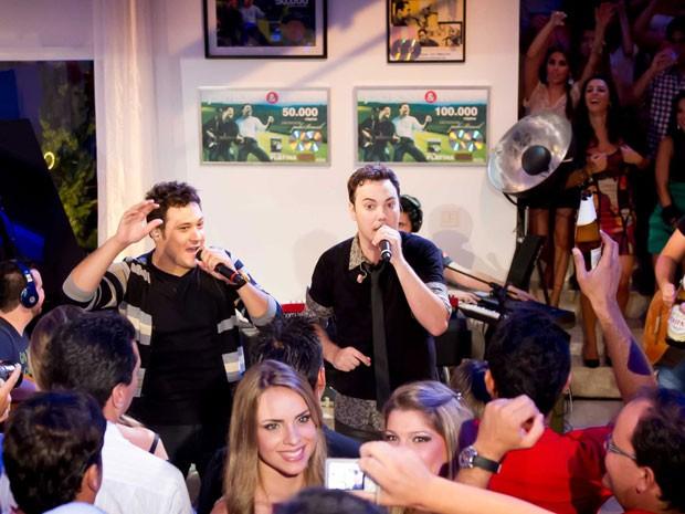 'A festa', novo DVD da dupla, foi gravado em uma casa em Itu, interior de SP (Foto: Divulgação)
