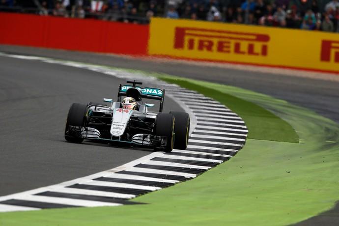 Lewis Hamilton em ação no 3º treino livre para o GP da Inglaterra (Foto: Divulgação)