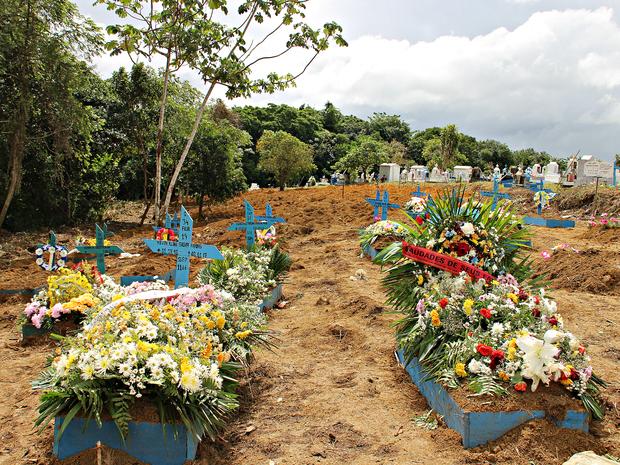 Famílias ainda aguardam liberação de corpos (Foto: Ísis Capistrano/ G1 AM)