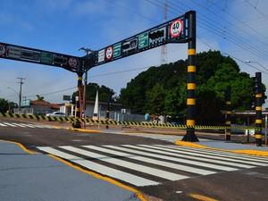 Semáforo fica entre as ruas Sete de Setembro e Rio Grande do Sul (Foto: Magda Oliveira/G1 RO)
