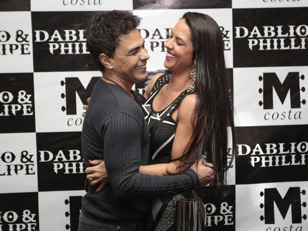 Zezé Di Camargo com a namorada, Graciele Lacerda, em show em Goiânia, Goiás (Foto: Rafael Cusato/ Brazil News)