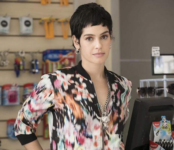 Maria Flor interpreta a descolada Flavia na novela das 9 (Foto: Raphael Dias/Gshow)