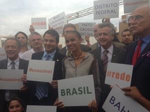 Na praça dos Três Poderes, Marina Silva recebe apoio de parlamentares para a criação da Rede Sustentabilidade (Foto: Nathalia Passarinho/G1)