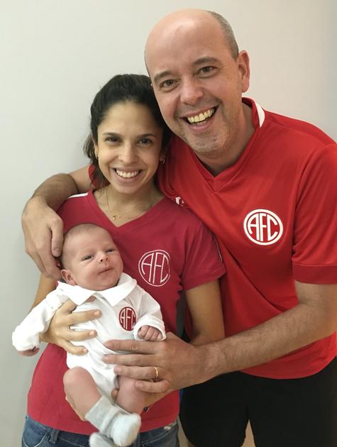 Alex Escobar com seu filho e sua mulher, Thamine Leta (Foto: Arquivo pessoal)