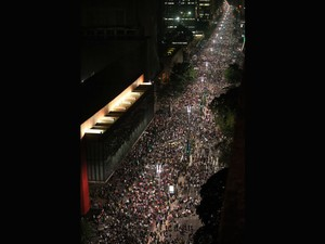 Manifestantes fecham a Av. Paulista em SP (Foto: JF Diorio/Estadão Conteúdo)