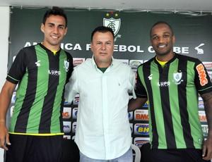 Pedrinho, Rodrigo Silva e Robertinho Apresentação América-mg (Foto: Assessoria AFC / Carlos Cruz)