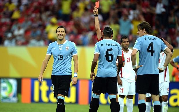 Maxi Pereira cartão Uruguai Taiti (Foto: Getty Images)