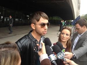 O estudante de administração Carlos Eduardo Magalhães nega interesse financeiro na acusação contra a mãe (Foto: Tatiana Santiago/G1)