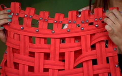 Como fazer bolsa de tramas com o nylon da cadeira de praia