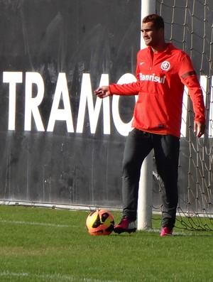 Gilberto no treino do Inter (Foto: Tomás Hammes/GLOBOESPORTE.COM)