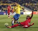 Willian José marca, Las Palmas vence, e Álvaro Pereira é expulso na estreia
