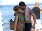 Fernanda Lima e Rodrigo Hilbert curtem sábado na praia do Leblon