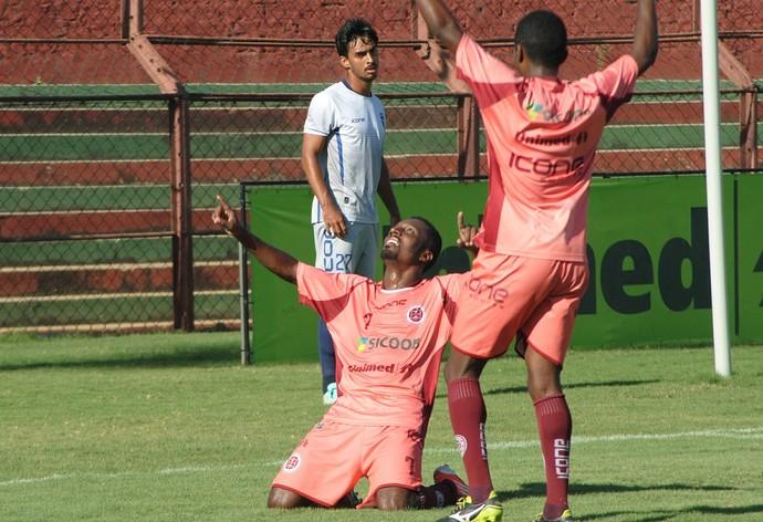 Acerola foi o artilheiro da tarde, marcando dois gols na vitória da Tiva sobre o Doze (Foto: Henrique Montovanelli/Desportiva Ferroviária)