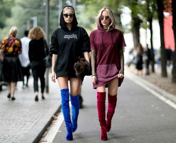 As botas de veludo prometem dominar os looks de outono-inverno deste ano (Foto: Imaxtree)