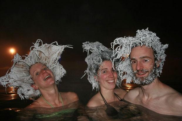 Fanny Caritte, Milena Georgeault e Maxime Goyou Beauchamps venceram concurso de cabelos congelados (Foto: Fanny Caritte/Reuters)