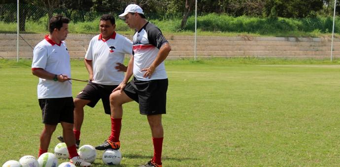 Evair, treinador do River-PI (Foto: Abdias Bideh/GloboEsporte.com)