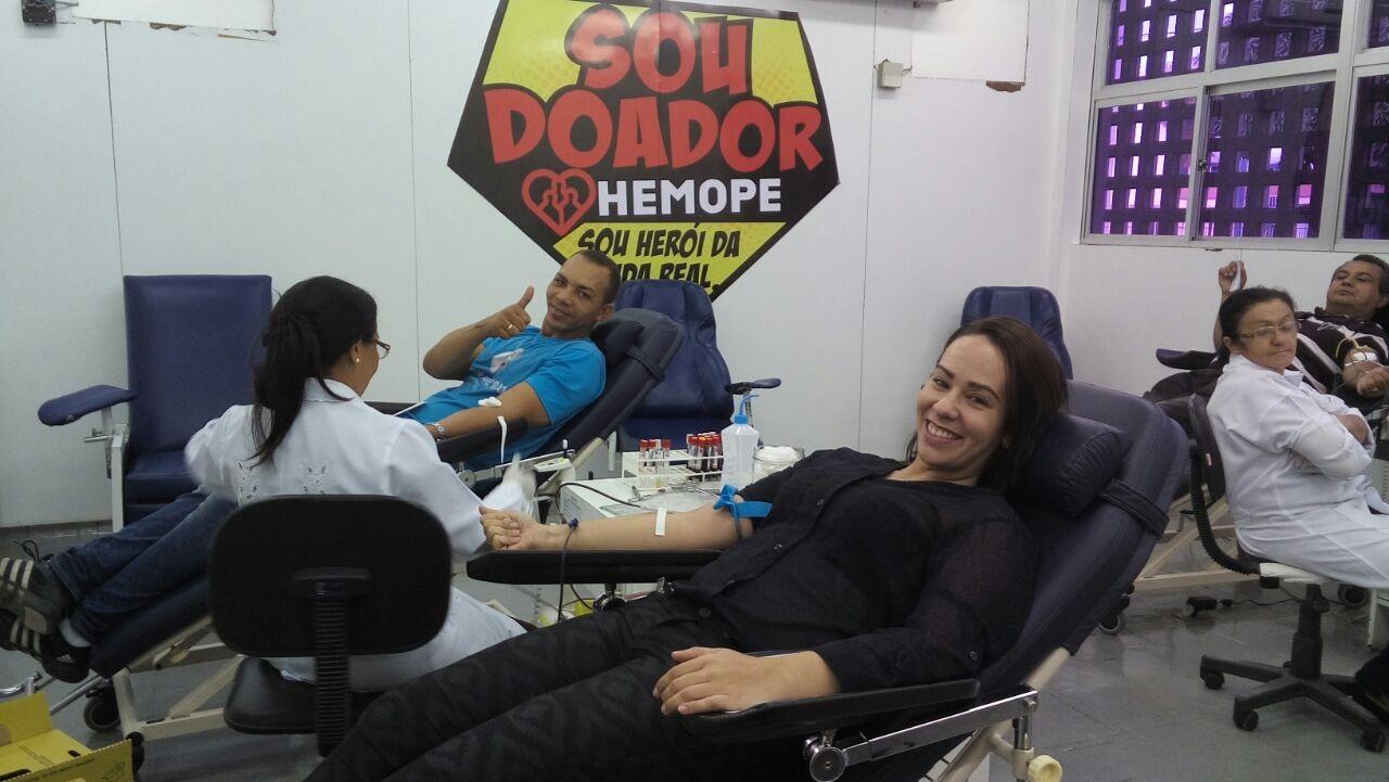 A repórter Leciane Lima mostrou que é bem rápido fazer doação de sangue (Foto: Arquivo Pessoal)