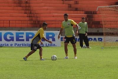 Elenco do Ubiratan treina no campo do Douradão (Foto: Divulgação/Ubiratan)