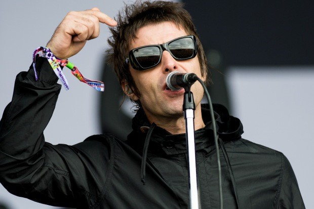 Liam  Gallagher no festival Glastonbury, em 2013 (Foto: Ian Gavan/Getty Images)