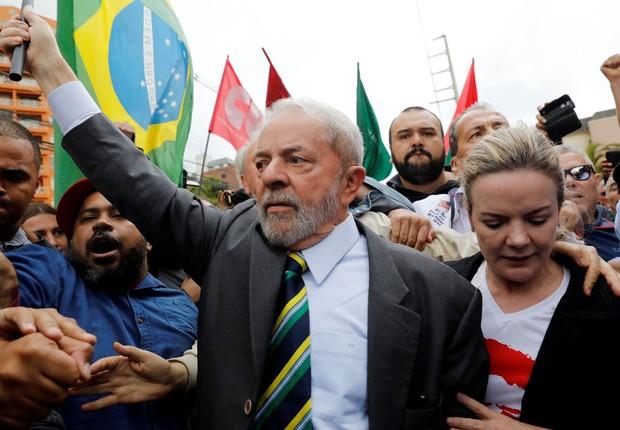 O ex-presidente Luiz Inácio Lula da Silva chega à sede da Justiça Federal em Curitiba para prestar depoimento ao juiz Moro (Foto: Nacho Doce/Reuters)