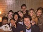 Yanna Lavigne e Giovanna Lancellotti se divertem com amigos