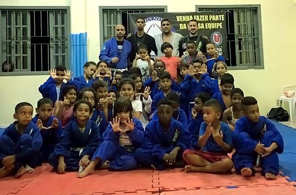 Alunos do bairro Camorin Pequeno (Foto: Divulgação Instituto Mutaru)