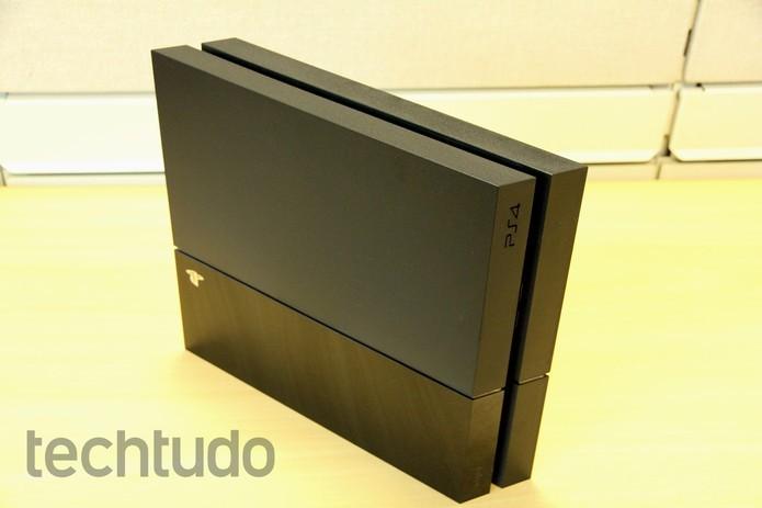 PlayStation 4 tem design muito bonito (Foto: Luciana Maline/ TechTudo)