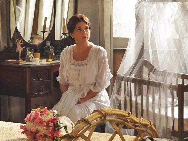 Lado a Lado – Sandra conta a Laura que é mãe de Ângelo, e tem crise: 'Acho que não vou casar'