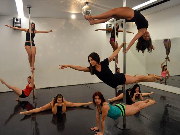 Aulas de pole dance atraem mulheres de diferentes idades em Ribeirão Preto, SP (Foto: Rodolfo Tiengo/ G1)