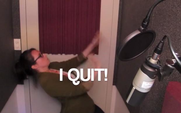 'Eu me demito', avisa Marina. Vídeo se tornou sucesso e obteve centenas de milhares de visualizações (Foto: Reprodução/YouTube/mvsdzb)