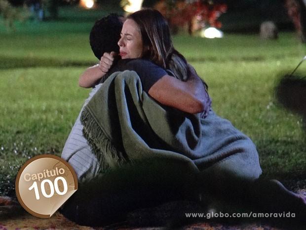 Paloma fica emocionada com proposta de  Bruno (Foto: Amor à Vida)