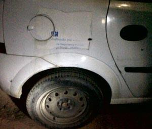 Viatura dos agentes foi atingida por disparos de fuzil (Foto: Cedida)