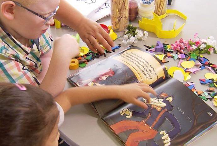 Brincar com as palavras é uma das formas de exercitar a imaginação (Foto: Reprodução / TV TEM)
