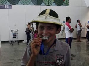 Duglas, medalha de ouro (Foto: Caroline Holder/ G1)