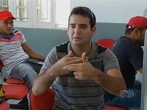 André Vinícius é surdo e diz que não quer trabalhar, e não depender do INSS (Foto: Reprodução/TV Anhanguera)