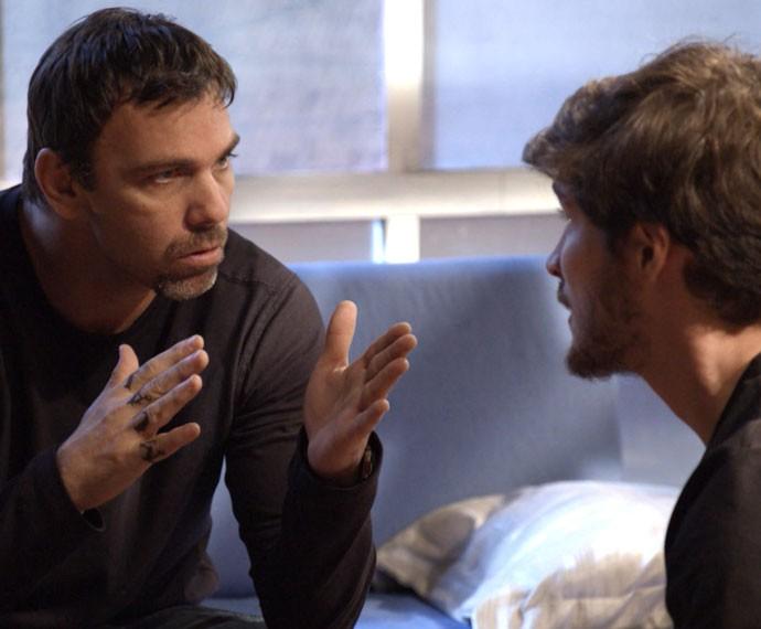 Lobão tenta acalmar Luiz (Foto: Globo)