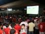 Pelo telão, torcida do Vila acompanha vitória fora e celebra liderança; vídeo