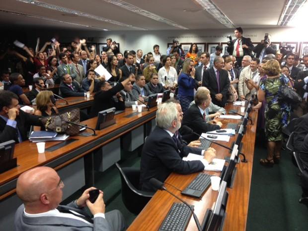 Plenário da Comissão de Direitos Humanos da Câmara, que ficou lotada na primeira sessão sob a presidência de Marco Feliciano (PSC-SP) (Foto: Fabiano Costa/G1)