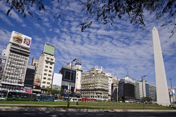 O Obelisco de 67,5 metros de altura, entre as avenidas Corrientes e Nove de Julho, é o principal ícone de Buenos Aires (Foto: © Haroldo Castro / ÉPOCA)