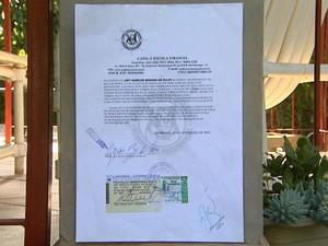 Documento entregue à Polícia Civil em Monte Azul Paulista registra doação de leão furtado em 2009 (Foto: Reprodução/ EPTV)